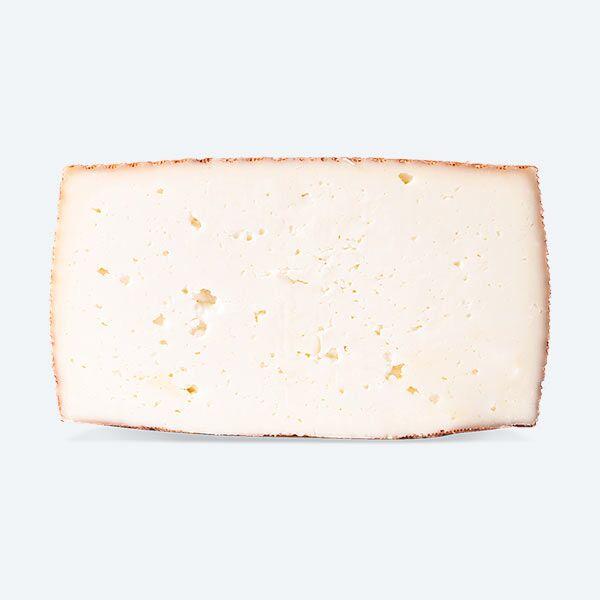 Queso de Leche Pasteurizada de Cabra Semicurado Entero cortado a la mitad | Quesos COVAP